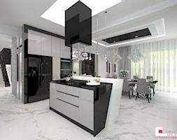 Projekt wnętrz domu w Wołominie - Duża otwarta szara kuchnia dwurzędowa z wyspą z oknem, styl glamour - zdjęcie od CUBE Interior Design