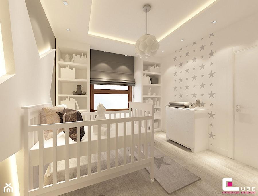 Aranżacje wnętrz - Pokój dziecka: Dom na Zaciszu - Średni biały beżowy pokój dziecka dla dziewczynki dla niemowlaka, styl nowoczesny - CUBE Interior Design. Przeglądaj, dodawaj i zapisuj najlepsze zdjęcia, pomysły i inspiracje designerskie. W bazie mamy już prawie milion fotografii!