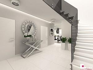 DOM POD LEGNICĄ - Średni szary hol / przedpokój, styl glamour - zdjęcie od CUBE Interior Design