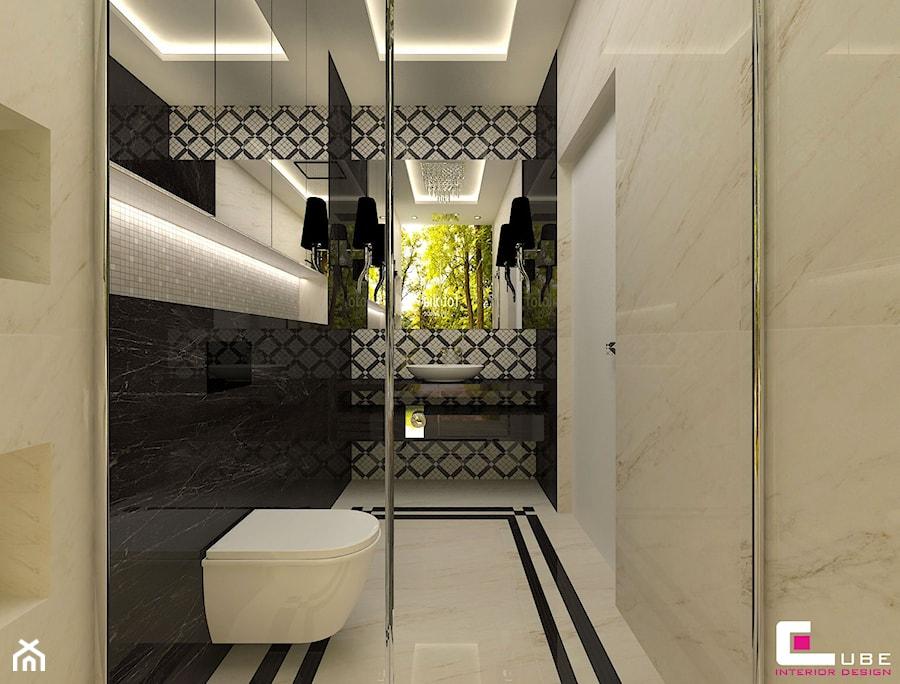 DOM Z ANTRESOLĄ - Średnia biała beżowa łazienka na poddaszu w bloku w domu jednorodzinnym bez okna, styl art deco - zdjęcie od CUBE Interior Design