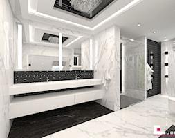 Projekt wnętrz domu w Wołominie - Duża biała łazienka na poddaszu w bloku w domu jednorodzinnym z oknem, styl glamour - zdjęcie od CUBE Interior Design