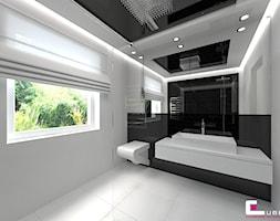 Dom w Markach - Średnia biała czarna łazienka na poddaszu w bloku w domu jednorodzinnym z oknem, styl nowoczesny - zdjęcie od CUBE Interior Design