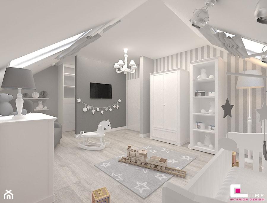 Aranżacje wnętrz - Pokój dziecka: Dom w Kępie Okrzewskiej - Duży biały szary pokój dziecka dla chłopca dla dziewczynki dla niemowlaka, styl klasyczny - CUBE Interior Design. Przeglądaj, dodawaj i zapisuj najlepsze zdjęcia, pomysły i inspiracje designerskie. W bazie mamy już prawie milion fotografii!