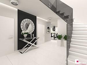 DOM POD LEGNICĄ - Schody, styl glamour - zdjęcie od CUBE Interior Design