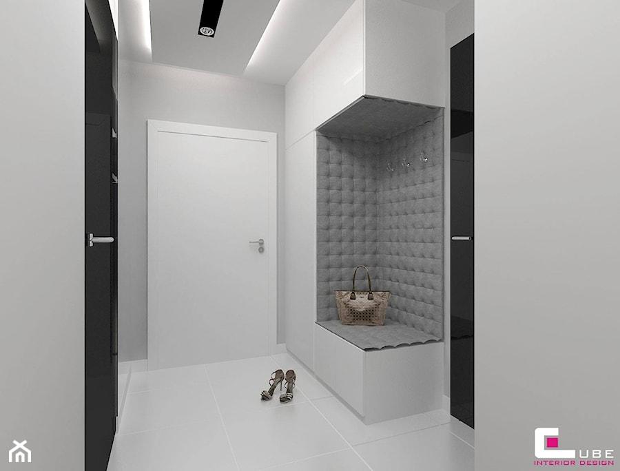 Mieszkanie w Mińsku Mazowieckim 70 m2 - Mały biały hol / przedpokój, styl nowoczesny - zdjęcie od CUBE Interior Design