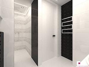Mieszkanie w Warszawie - Mała biała czarna łazienka na poddaszu w bloku w domu jednorodzinnym bez okna, styl glamour - zdjęcie od CUBE Interior Design
