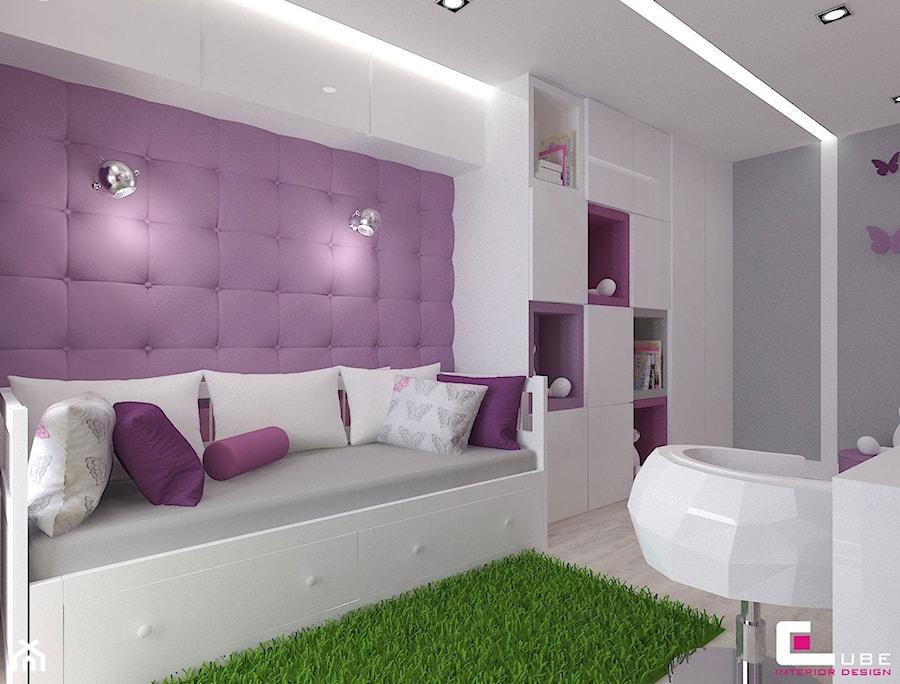 Dom w Lipkowie - Średni szary fioletowy pokój dziecka dla chłopca dla dziewczynki dla ucznia dla nastolatka, styl nowoczesny - zdjęcie od CUBE Interior Design