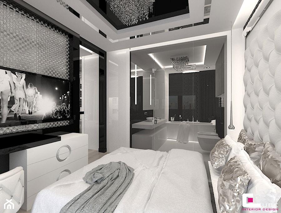 Mieszkanie w Trójmieście - Średnia biała szara czarna sypialnia małżeńska z łazienką, styl glamour - zdjęcie od CUBE Interior Design