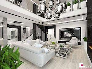 Projekt wnętrz domu w Wołominie - Duży biały czarny salon z antresolą, styl glamour - zdjęcie od CUBE Interior Design