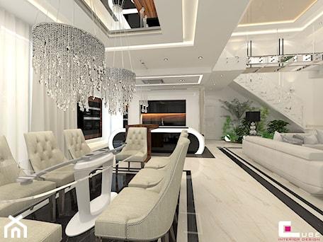 DOM Z ANTRESOLĄ - Duża otwarta biała jadalnia w kuchni w salonie, styl art deco - zdjęcie od CUBE Interior Design