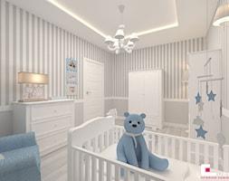 Mieszkanie 70 m2 w Warszawie - Średni biały szary pokój dziecka dla chłopca dla dziewczynki dla niemowlaka, styl klasyczny - zdjęcie od CUBE Interior Design