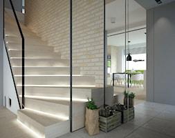 wnętrze_Bezrzecze - Duże szerokie schody zabiegowe drewniane, styl nowoczesny - zdjęcie od GÓRSKI CHMIELEWSKA ARCHITEKCI