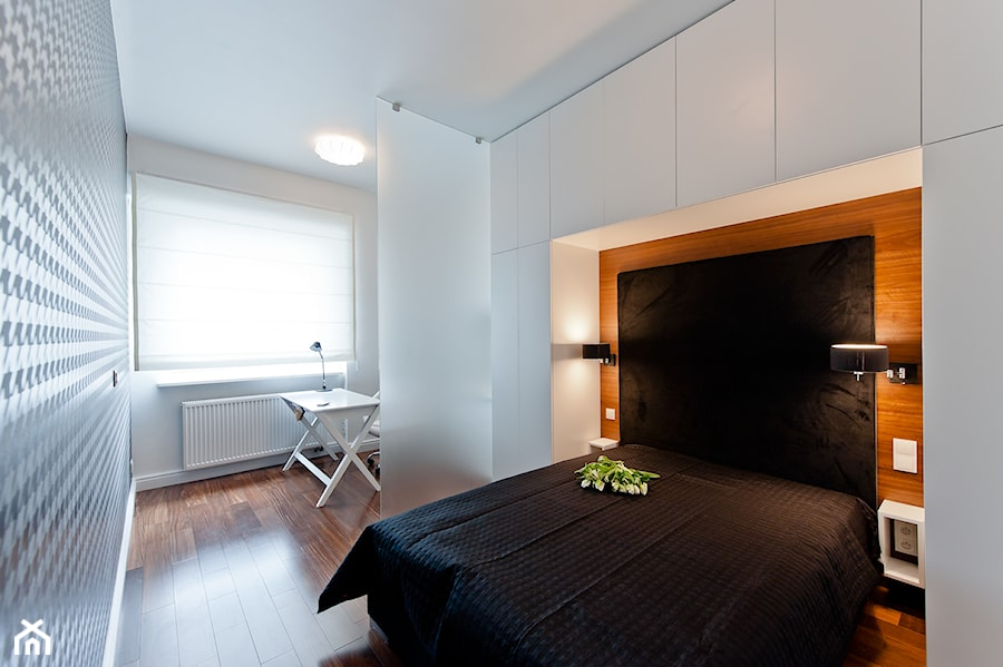 Średnia sypialnia małżeńska, styl nowoczesny - zdjęcie od Merta Korzniakow Studio