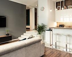 Apartament - Garnizon - Mała otwarta biała szara kuchnia jednorzędowa w aneksie, styl nowoczesny - zdjęcie od Autors.KA - Homebook