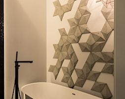 Apartament - Garnizon - Mała biała szara łazienka w bloku w domu jednorodzinnym bez okna, styl ind ... - zdjęcie od Autors.KA - Homebook