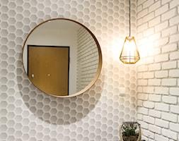 Mieszkanie - Gdynia Wielki Kack - Mały biały szary hol / przedpokój, styl skandynawski - zdjęcie od Autors.KA