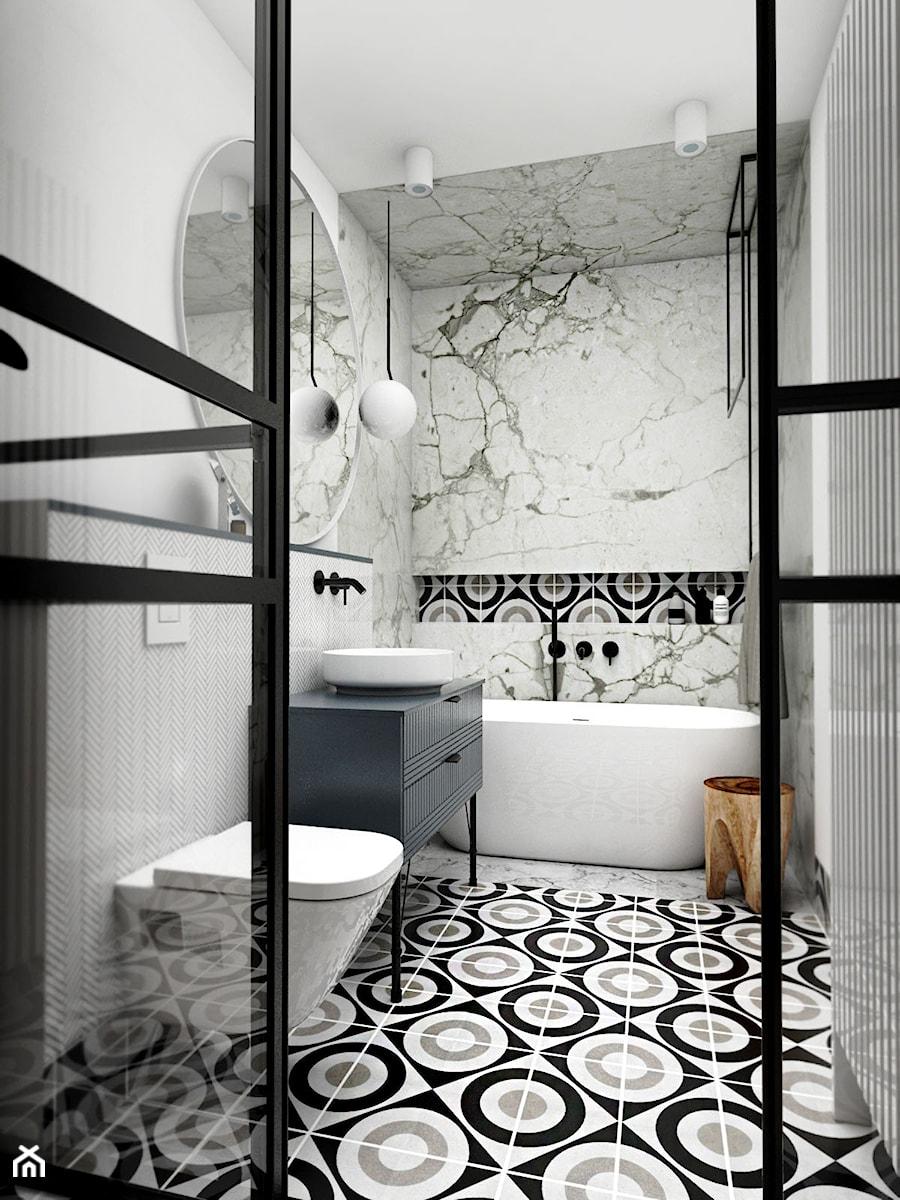 MIESZKANIE - GDAŃSK - NADMORSKIE - Mała biała łazienka na poddaszu w bloku w domu jednorodzinnym z oknem, styl nowojorski - zdjęcie od Autors.KA