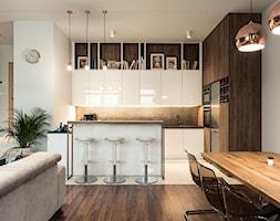 Apartament - Garnizon - Średnia biała kuchnia w kształcie litery g w aneksie z wyspą, styl nowocze ... - zdjęcie od Autors.KA - Homebook