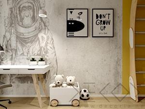 Pokój dziecięcy - Mały biały beżowy żółty pokój dziecka dla chłopca dla ucznia dla malucha - zdjęcie od Decoria