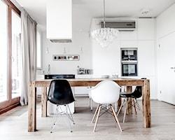 Jadalnia z drewnianym stołem - aranżacje, pomysły, inspiracje