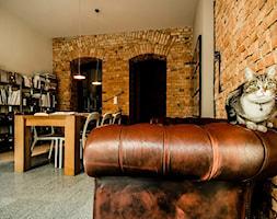 Średnie szare biuro domowe kącik do pracy w pokoju, styl tradycyjny - zdjęcie od 1A1.pl Architektura Wnętrz | projektowanie & aranżacja | Poznań