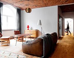 Loft w fabryce marmolady, - Średni szary salon, styl industrialny - zdjęcie od Loft Kolasiński
