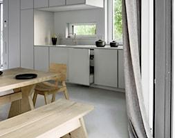 Dom na Prenzlauer Berg - Średnia otwarta biała kuchnia jednorzędowa w aneksie z oknem, styl minimalistyczny - zdjęcie od Loft Kolasiński
