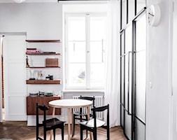 Warszawa Filtry - Mała otwarta biała jadalnia jako osobne pomieszczenie, styl vintage - zdjęcie od Loft Kolasiński