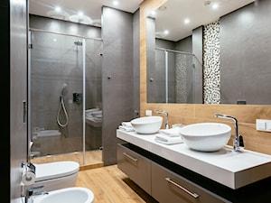 EVOLUXURY- PENTHOUSE Z SAUNĄ - Średnia beżowa czarna szara łazienka bez okna, styl nowoczesny - zdjęcie od EVOLUXURY DESIGN ARKADIUSZ JASKOLSKI