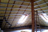 Kompleksowa zabudowa poddasza dachu kopertowego w jednej płaszczyżnie - zdjęcie od iNTERIOR - Homebook