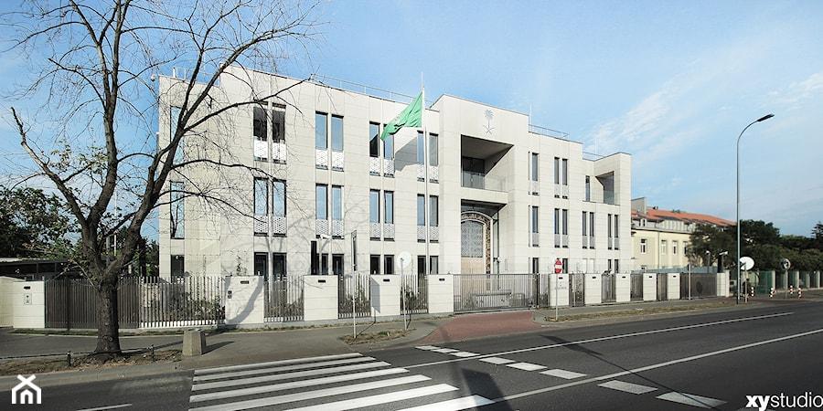 Ambasada i Rezydencja Ambasadora Królestwa Arabii Saudyjskiej - Duże dwupiętrowe domy wielorodzinne murowane - zdjęcie od XYstudio