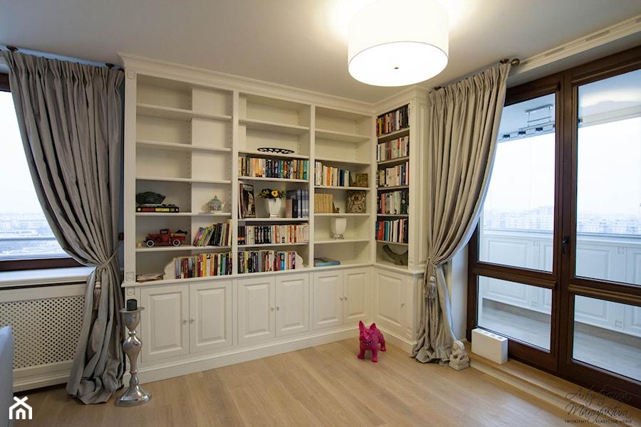 Naro na biblioteka w salonie zdj cie od artystyczna for Biblioteczka w salonie