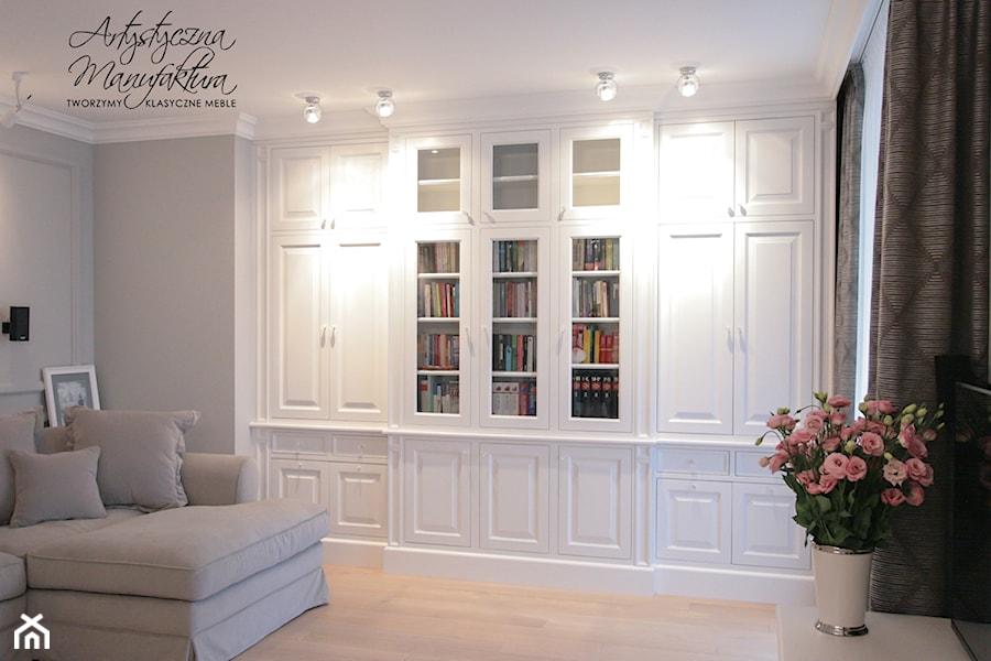 Bia a wbudowana biblioteka zdj cie od artystyczna for Biblioteczka w salonie