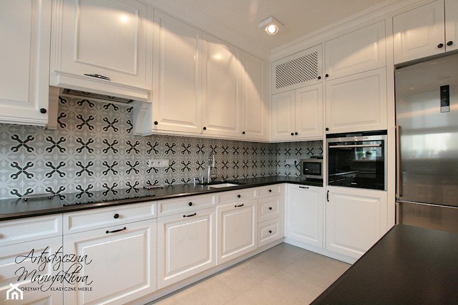 Spokojna elegancja  Średnia kuchnia w kształcie litery l   -> Kuchnie Prowansalskie Fronty