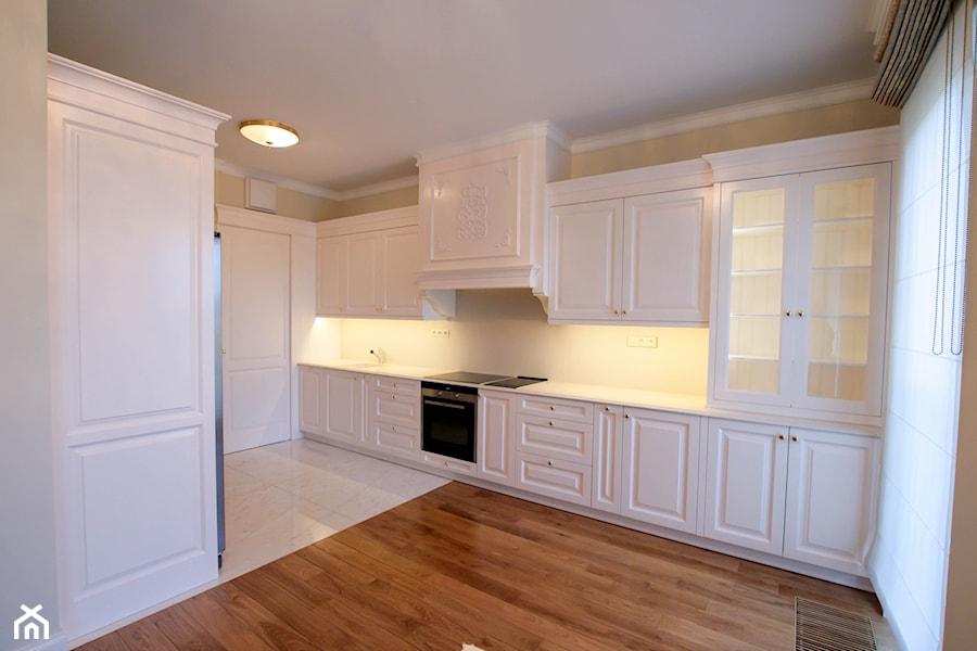 klasyczna elegancja  kuchnie angielskie  Duża otwarta kuchnia dwurzędowa, s   -> Kuchnie Angielskie Z Czarnym Blatem