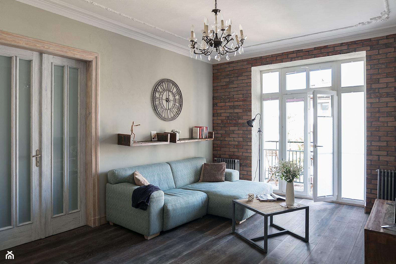 Apartament na Mokotowie - Średni beżowy salon z tarasem / balkonem, styl vintage - zdjęcie od Jacek Tryc-wnętrza - Homebook