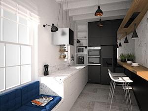 Czarno biała zabudowa kuchni z siedziskiem pod oknem