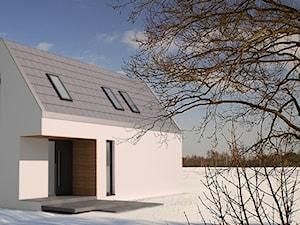 Biały dom stodoła