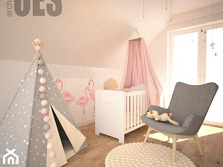 Pudrowy róż w pokoju dziewczynki - Średni różowy pokój dziecka dla dziewczynki dla niemowlaka, styl nowoczesny - zdjęcie od OES architekci