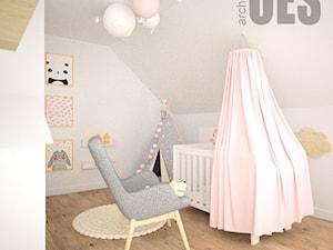 Pudrowy róż w pokoju dziewczynki - Średni biały pokój dziecka dla chłopca dla dziewczynki dla niemowlaka, styl nowoczesny - zdjęcie od OES architekci