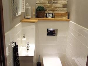 Mieszkanie hand made :) - Mała biała szara łazienka, styl tradycyjny - zdjęcie od karolina0606