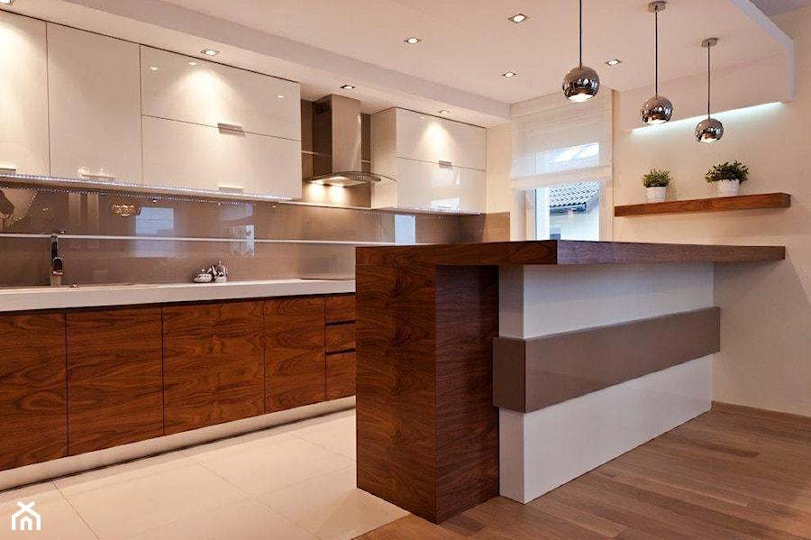 Mieszkanie Kraków realizacja  Średnia otwarta kuchnia   -> Kuchnia Biala Do Sufitu