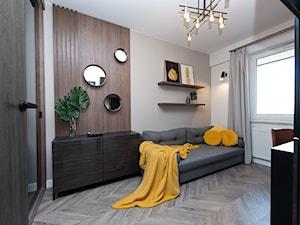 Realizacja projektu Pianisimmo Kraków - Średnie beżowe białe biuro domowe kącik do pracy na poddaszu w pokoju, styl eklektyczny - zdjęcie od All Design Agnieszka Lorenc