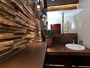 MAŁA ŁAZIENKA Z KAMIENIEM - Mała łazienka, styl klasyczny - zdjęcie od All Design Agnieszka Lorenc