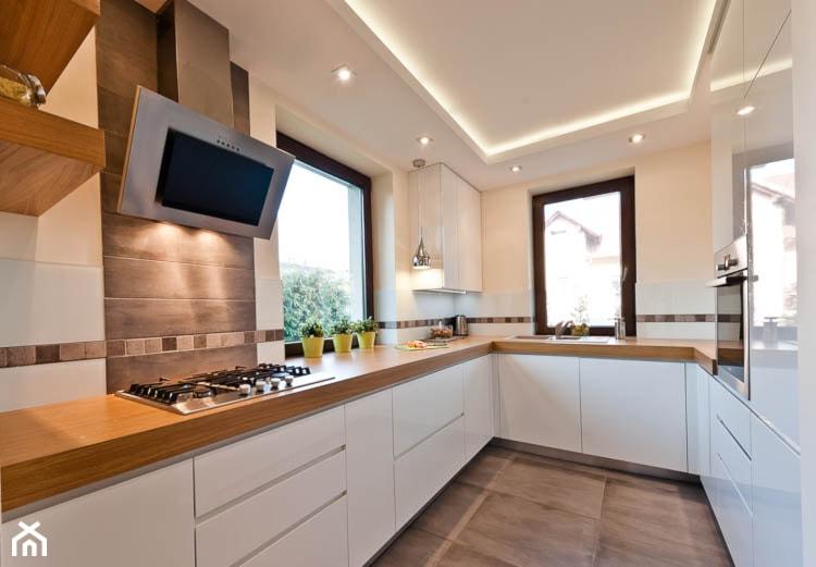 Dom 2 Kraków realizacja  Średnia kuchnia w kształcie  -> Kuchnia Drewniana Chad Valley