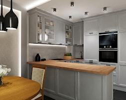 KLASYCZNA KUCHNIA Z SZAROŚCIĄ - Średnia otwarta szara kuchnia w kształcie litery u w aneksie, styl klasyczny - zdjęcie od All Design Agnieszka Lorenc