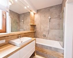 łazienka z ciemna cegłą - Średnia biała szara łazienka z oknem, styl nowoczesny - zdjęcie od All Design Agnieszka Lorenc