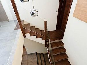 Dom 2 Kraków realizacja - Małe wąskie schody trójbiegowe betonowe, styl minimalistyczny - zdjęcie od All Design Agnieszka Lorenc