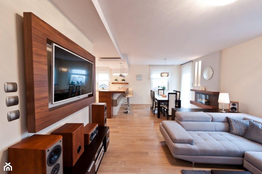 Mieszkanie Kraków realizacja - Biały beżowy salon z kuchnią z jadalnią, styl nowoczesny - zdjęcie od All Design Agnieszka Lorenc - Homebook