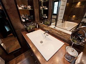 łazienka z kamieniem 2 - Średnia brązowa łazienka w domu jednorodzinnym z oknem, styl klasyczny - zdjęcie od All Design Agnieszka Lorenc